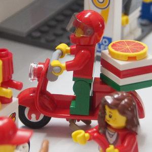 レゴシティのまち、ピザデリバリー