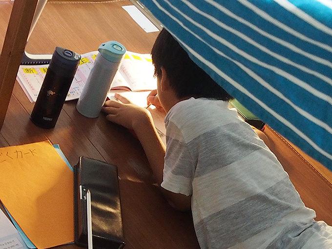 子供が勝手にテントを作るが