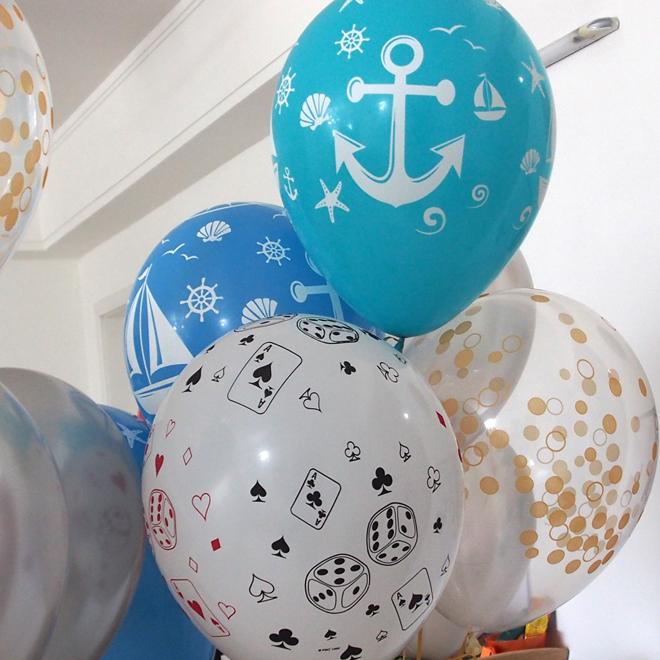 白、水色、青、クリアの風船