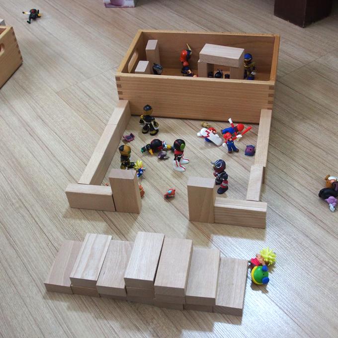 4年生、積み木で遊ぶ、フィギュア